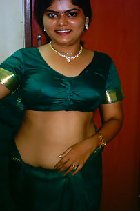 Neha bhabhi in traditional green saree stripping naked