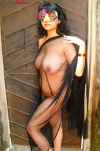 Horny Savita bhabhi with big juicy boobs in open air shoot
