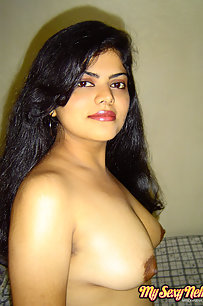 Neha bhabhi in western tight jeans and black bra in bedroom