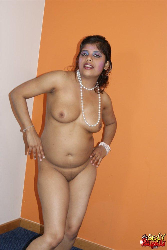 Indisches Bhabhi in Dessous
