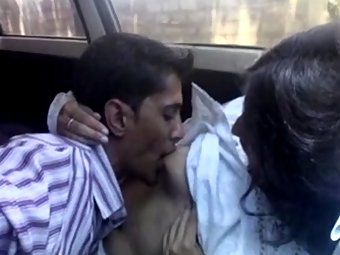 Indian GF On Date With Boyfrienf Blowjob In Car