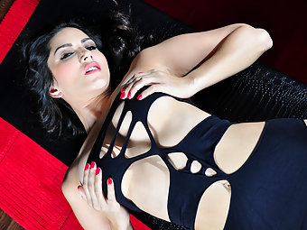 Sexy Sunny Leone shows off her body and rubs her clit