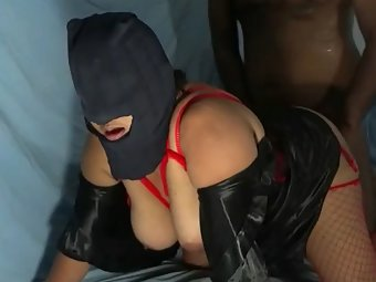 Horny Indian couple warms up with oralsex