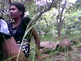Indian Village Girl Fucked By Her Boyfriend in jungle MMS