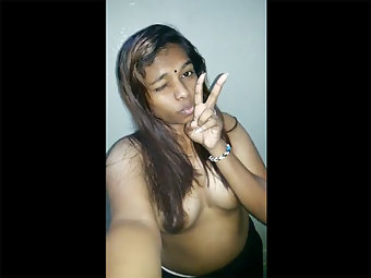 Hot Indian Girl From Cochin Exposing Boobs