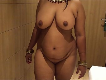 Busty curvy housewife Sheila with lovely boobs