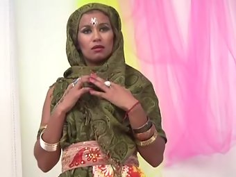 Indian sexy Muslim girl ready for sex
