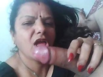 Mature gujarati bhabhi hot blowjob and taking cumshot